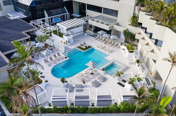 qt gold coast calypso pool and bar