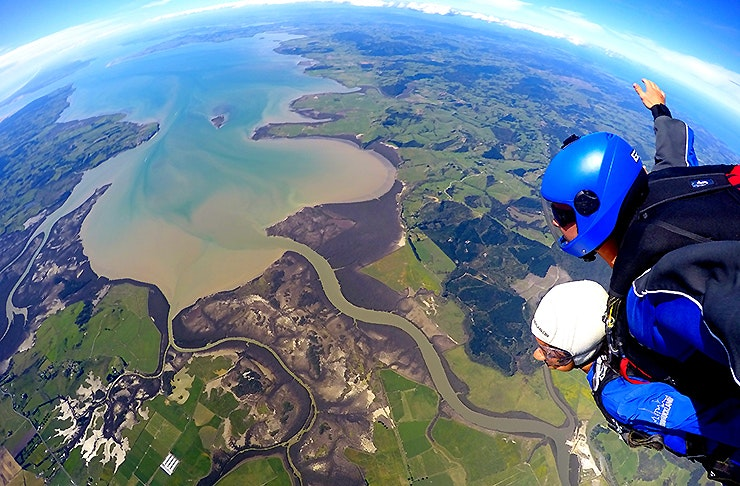 Skydiving out of a plane, Places for your Christmas party