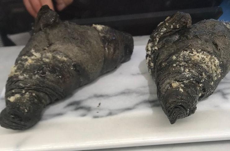 activated-charcoal-vegan-croissant