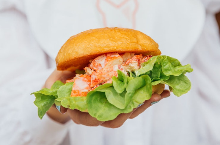 bettys-burgers-lobster-roll