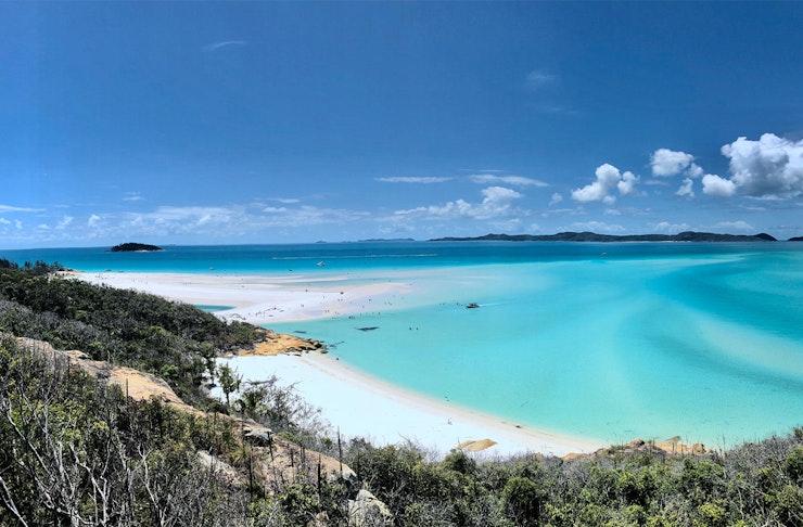 A white sandy beach in the whitsundays