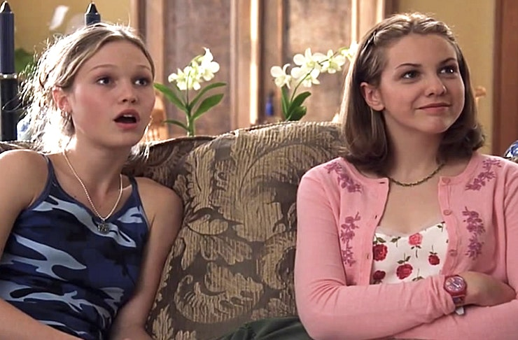 21 Signs You Grew Up With An Older Sister