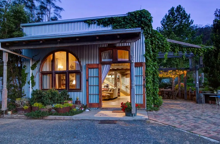 the shed in kangaroo valley at night